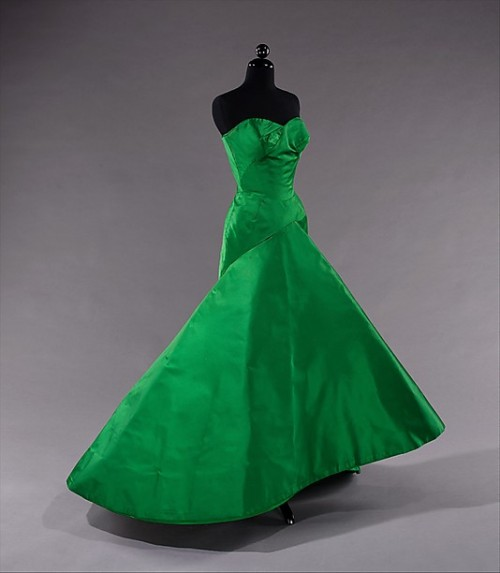 Charles James | c. 1954 I am obsessed with this color right now. This could grace any red carpet today and the wearer would still look contemporary and sleek. Charles James can (could?) do no wrong. He transcends time. Imagine this with a huge gold necklace or canary diamonds? Ugh…dead. (this is a re-post…shhhh)