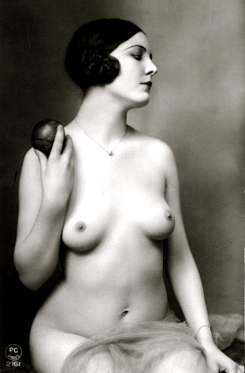 lacontessa:  lauramcphee: Nude w/apple, French postcard c1920s