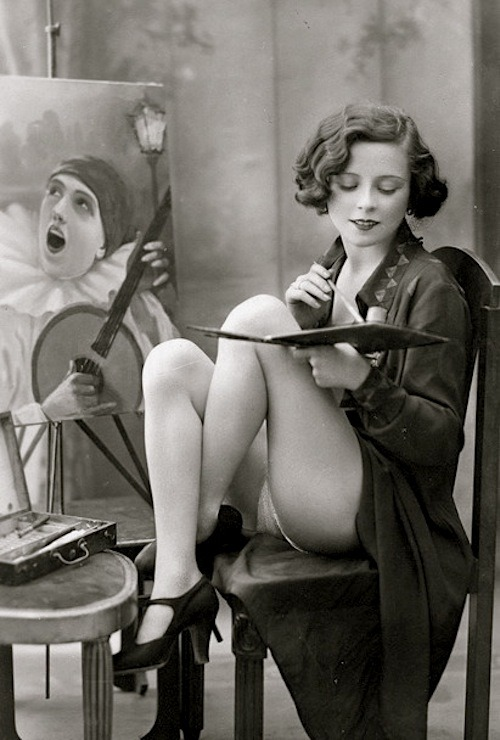 wickedknickers: lauramcphee: L'artiste, French postcard c1925