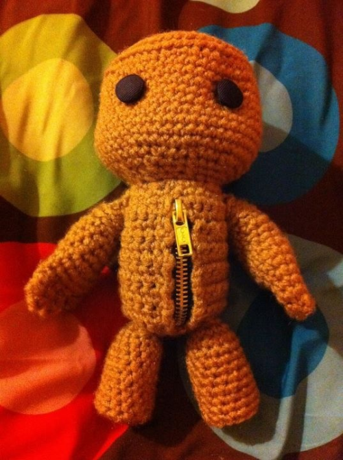 yarnmythoughtsaway:  First try at a sackboy.