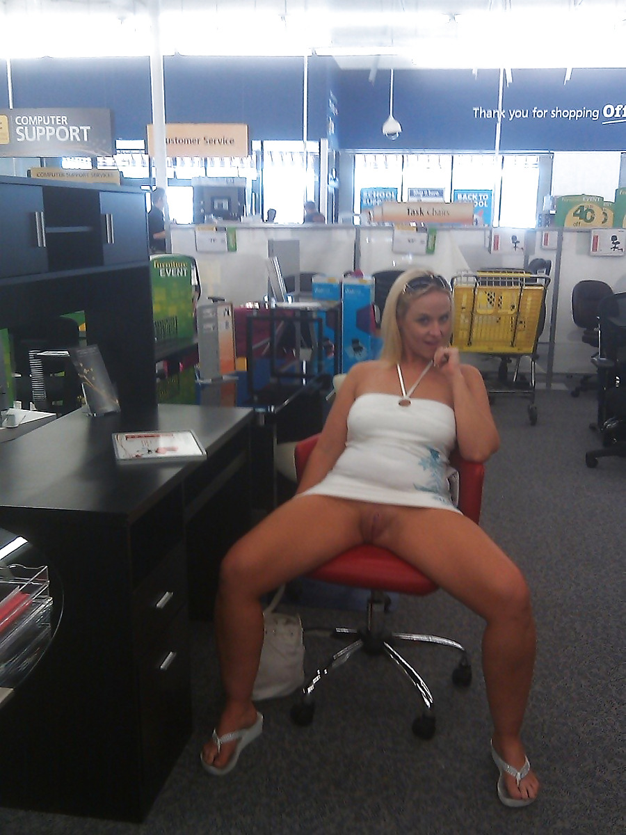 soccermomsarehot #publicpeek  daring at Office Depot…
