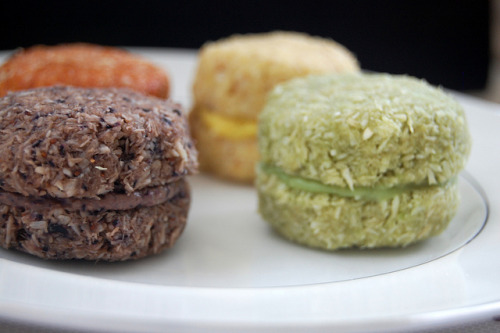 Raw macaroons  I NEED TO MAKE THESE. I got a macaroon cook book from my mum for Christmas, and I have been too lazy to vegan-ise any of the recipes. I should really get around to doing this!