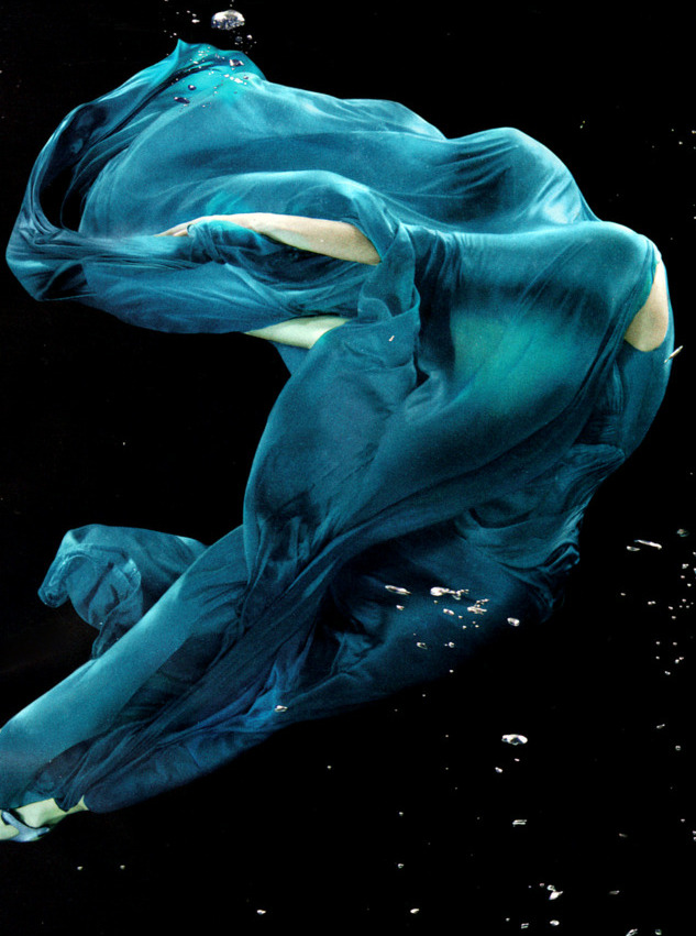 Subaquatic Beauty. Marcelina Sowa in Hermès Spring 2008, photographed by Alix Malka for Numéro Tokyo #15, May 2008.