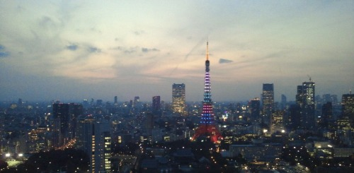 preqq:  getting ready to be spammed by all these tokyo tower photos >< ARASHI FTW