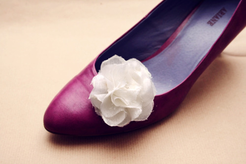 Diy fabric flower shoe clips (free pattern) Via- By Wilma