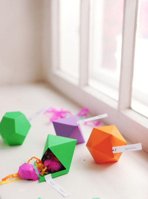 Diy geometric favor boxes.  (free template) Via- Ruffled