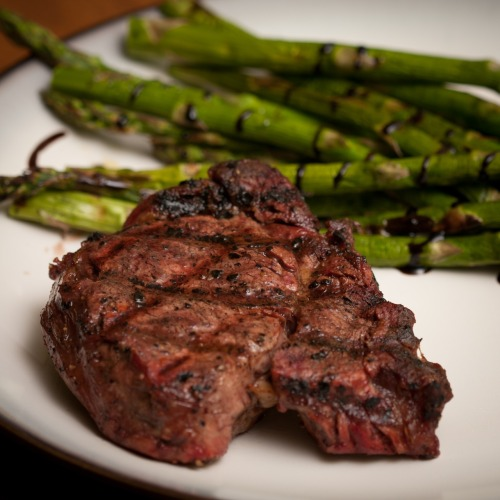 Some grilled Filet Mignon and Asparagus