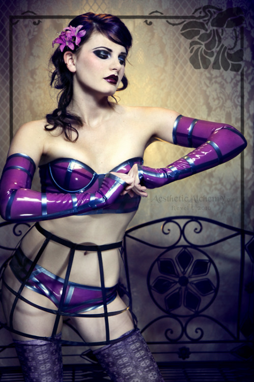 headupdef:  A Second Caged Violet by *silvergrey  I'd like to steal everything she's wearing, kthx.