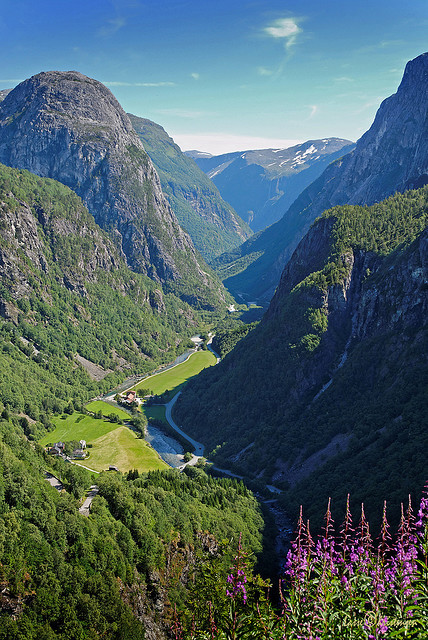 visitheworld:  Breathtaking view over Nærøydalen Valley in Sogn og Fjordane, Norway (by lasse christensen).