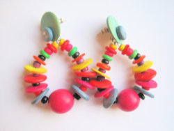 vintage rainbow earrings. ow ow