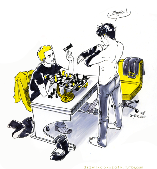 dooiepierlala:  drzwi-do-szafy:  For Arnyri. They wanted chess, I added my own interpretation. >D  I love how Spock folds his clothes so properly.