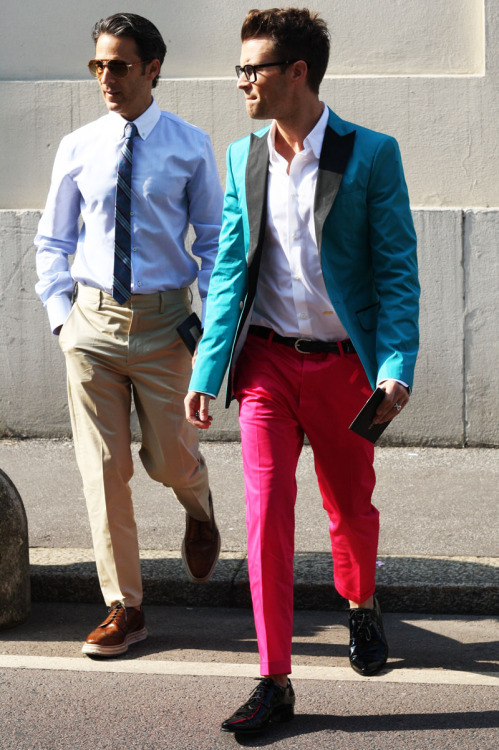 Wishes more men had the courage to wear clothes like Brad Goreski (at Milan Fashion Week in Dsquared). Getting bored of seeing over weight men in tacky dirty denim shorts, not so exciting t-shirts and/or short sleeve checked shirts with some strange writing/prints on them.