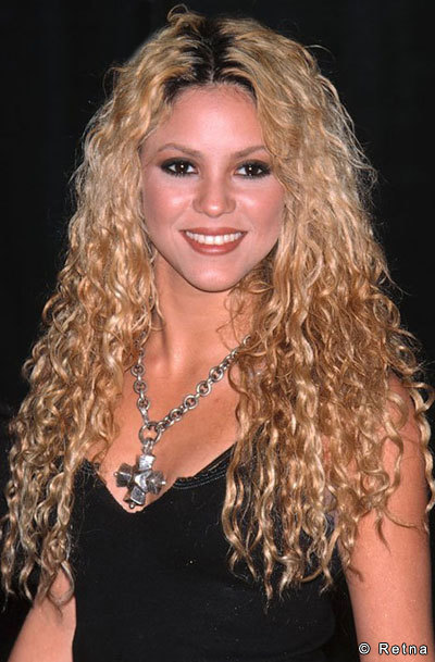 Shakira loves going back to her natural curls whenever she wants to rock her exotic beauty. Love her locks, what about you?