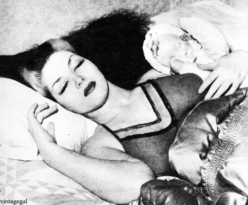 Burlesque dancer, Zorita (1942)