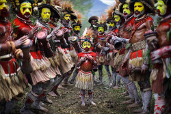 "bananasforbooks:  ""Huli Tribe, Central Highlands, Papua New Guinea"" Timothy Allen"