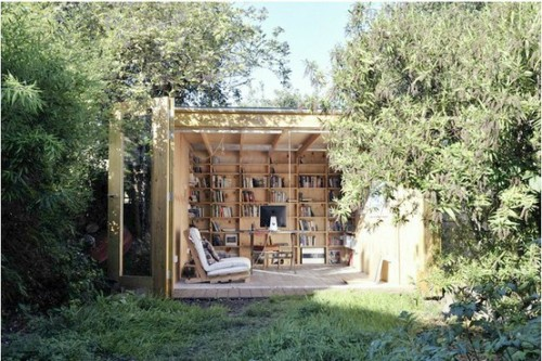 deer-missbunnydoll:  Outdoor library <3