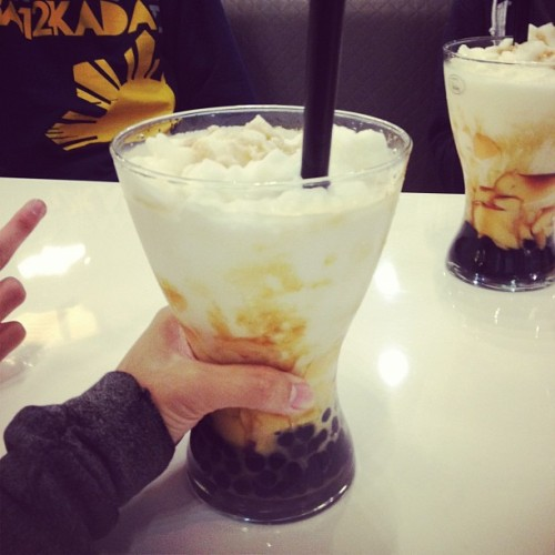 eternalsun-shine:  misses-neal:  ohhmyfing bubble tea..mmmm  WHERE ON EARTH IS THIS?!?! i neeeeeeed it!