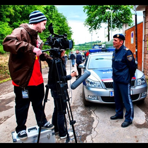 Shooting interview with police officer at Urban Art Forms 2010 for a indy documentary feature 🎥 photo by Florian Gult #interview #work #police #cop #indy #documentary #uaf #urbanartforms #wiesen #burgenland #festival #electronic #beats #nikon #d300s #nofilter #production #media #xdcam #ex1 #bts #behindthescenes (Wurde mit Instagram in Festivalgelände Wiesen aufgenommen.)