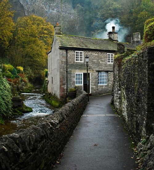River cottage by nicolawhustorm on Flickr.Cottage in Castleton,Peak district, UK