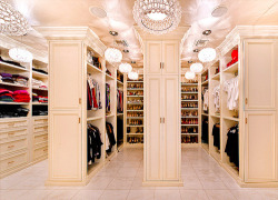homedesigning:  Lust worthy walk in closet.