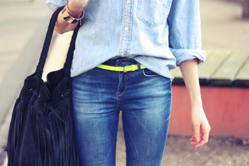what-do-i-wear:  Denim shirt/Gap, jeans & neon belt/Gina Tricot, (image: passionsforfashion)