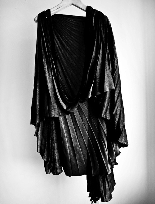 katisque:  Draped Noir.