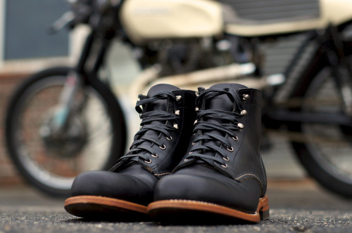 anchordivision:  Wolverine 1000 Mile Boots / Original Crafted with the same attention to detail found in the original, Wolverine's 1000 Mile Boot is the cornerstone of the collection. Made in America and featuring top quality Horween Chromexcel® Leather, a stacked leather outsole and classic welt construction, the 1000 Mile Boot has been meticulously designed to replicate the original's aesthetic.