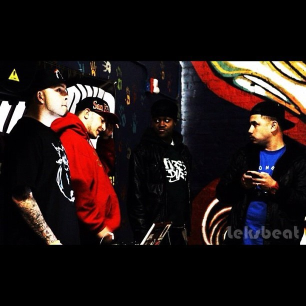 @Amits909 @FirstDirt @NayTheProducer @Rymeezee photo by Leksbeat #firstdirt #teambackhand #hiphop #DailyDuels #Sacramento #BayArea #Skillz #Spit #MC #Vintage #NoFilters #swag #steez #Onetruesoul (Taken with instagram)