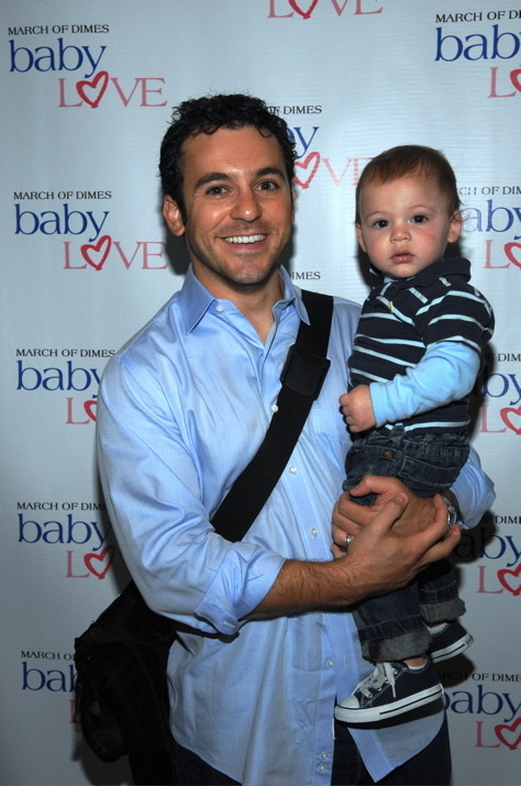 KEVIN ARNOLD IS A DAD. FTW!? #cuteness