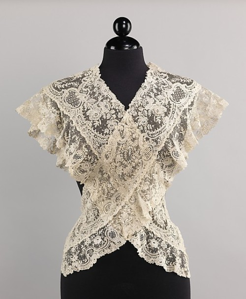 omgthatdress:  Belgian Lace Fichu The Metropolitan Museum of Art