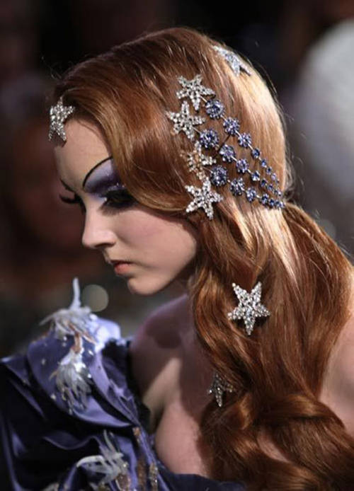 fuckyeahrunwayhair:  Lily Cole for Christian Dior Haute Couture FW07