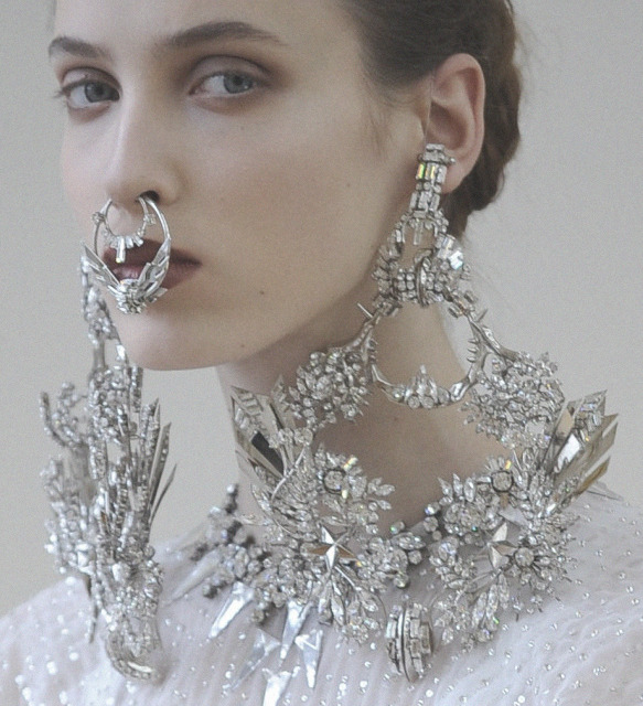 adiakatarina:  sedefisim:  Givenchy Haute Couture S/S 2012 - Jewellery  I LOVE this so much. I just think this is the most gorgeous thing EVER.