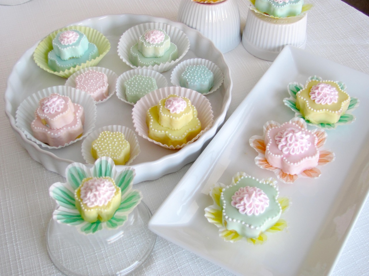 prettylittlepieces:  Easter Egg Tea Cakes
