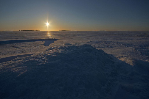 Sunrice on icy hill 120304 F125 by PeteHuu on Flickr.