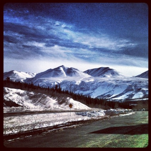 #Mountains for days…🗻🚙 I'm pretty happy to be home. 😊 🌄 #saynotopicsofboobs #promoterealpics #alaska #907 #breathtakingview #iphonography #popular #bestoftheday  (Taken with Instagram at Somewhere in the Great Unknown)