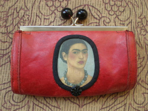 Frida Kahlo, ein Album auf Flickr.Available bags.