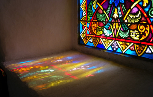 zarzor:  Stained Glass 'shadow' Ver l'Eglise …. by Casatigeo on Flickr.