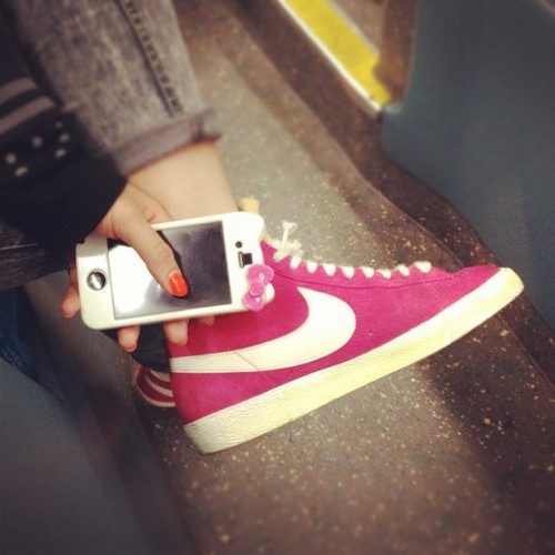 supernoodlerachel:  Pink #nike #blazers x #pink #hellokitty iPhone case. @murry_pp 😉 #sneakers #kicks  (Taken with instagram)