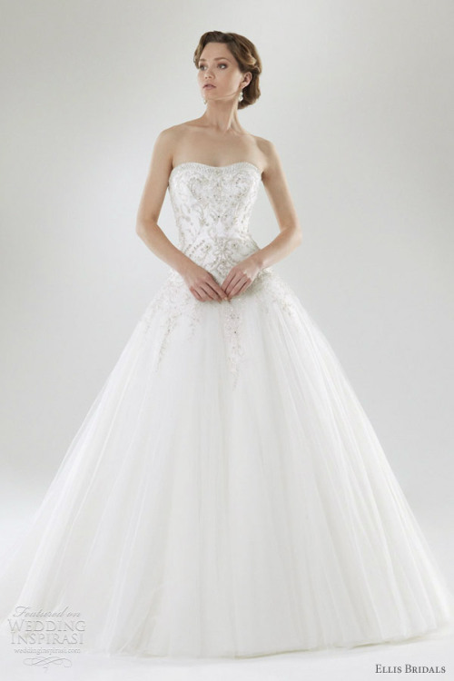 Otro bonito vestido de novia de Ellis Bridals. The 2012 Centenary collection