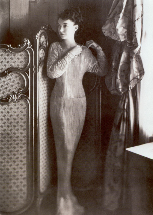 "Lillian Gish in a Fortuny ""Delphos"" gown. (1920)"