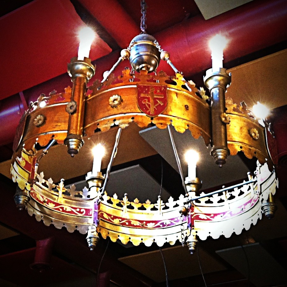 096/365 - 03.17.2012 - 'The King's Chandelier' Photo: Zachary Brown - 2012 - iPhone 4 w/ FX Photo Studio & Pixlromatic This work is licensed under a Creative Commons Attribution-NonCommercial-NoDerivs 3.0 Unported License.