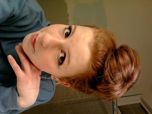 augustredd:  another bun photo, I look like a creep . love me dowwwnnnn