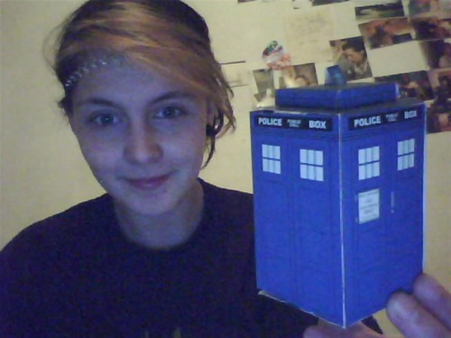 theskysthelimitandpigsmightfly:  Just made a Papercraft Tardis. :D