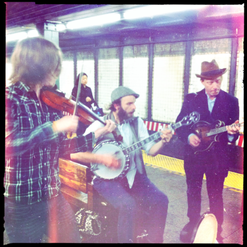 bigappleofmyeye:Zack Orion and the Ardeshir Mountain Boys at the Bedford stop on St Patrick