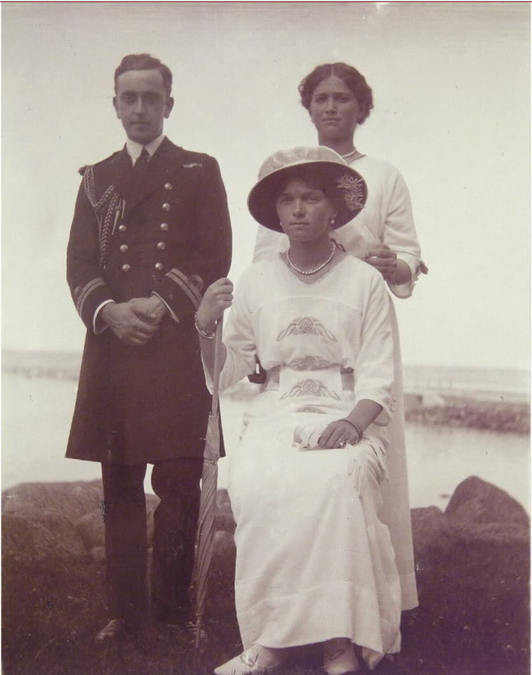 themauveroom:  Grand Duchesses Olga (seated) and Maria with their cousin George Mountbatten (Dickie's brother) at Peterhof in 1915.