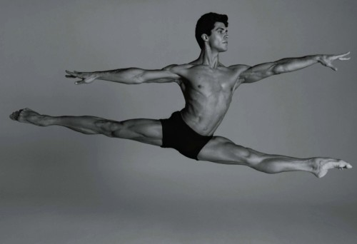 vaganovaboy:  Roberto Bolle.. ugh why is he so beautiful? It's so not fair…