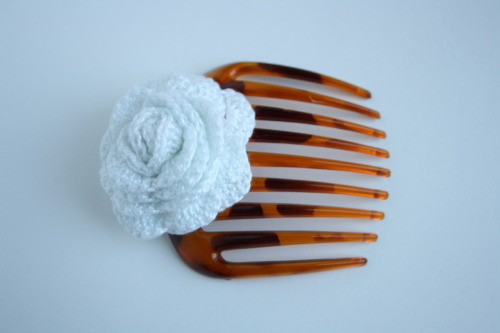 Crochet White Rose Hair comb