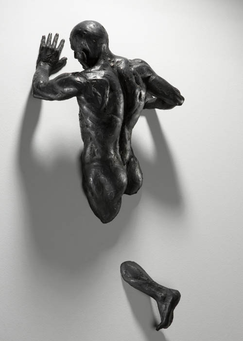 "arreter:  Bronze sculpture by Matteo Pugliese. I had a chance to look at some of Pugliese's sculptural works at the Hong Kong Art Fair last year, and hope to see more one last time before I head off to college in the States. These sculptures, mainly of men made from multiple components appear to escape from the vertical spaces of gallery walls. It is as though they are ""traveling in a time tunnel between the previous, the present and the next life or traversing between different worldly situations."" He defines deep and exacting muscles and bone structures, conveying strong emotions."