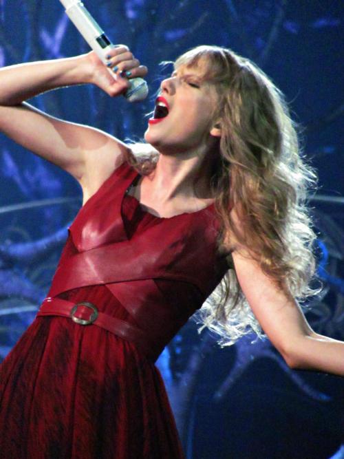 TAYLOR SWIFT @ THE LAST SHOW OF HER SPEAK NOW TOUR (Vector Arena, NZ)Photo taken by insertshuttersoundhere