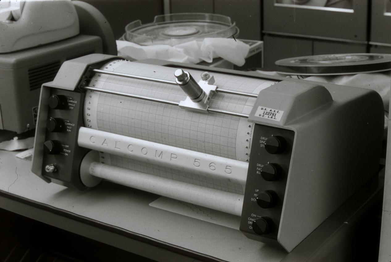 1959 The Calcomp 560 drum plotter … [the somewhat later 565 is pictured] … , introduced in 1959, was one of the first [commercial] computer graphics output devices IBM sold the Calcomp 565 as the IBM 1627 for use with its low-end scientific computers. [wikipedia]